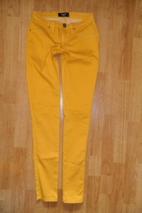 Sisters Point musztardowe spodnie rurki roz 32 34...