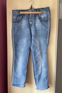Karostar jeansy zdobione paski