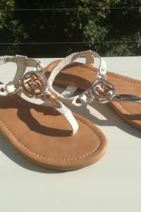 Białe sandały 37
