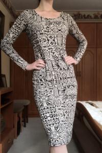 Sukienka w Piękne Wzory...