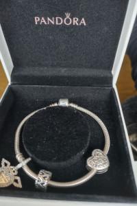 Srebrna Bransoletka Pandora i trzy charmsy