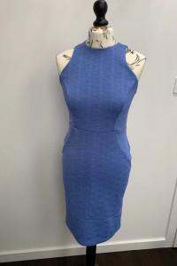 Wizytowa niebieska sukienka w rozmiarze 38...