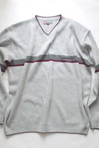 szary sweter V