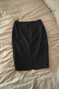 czarna klasyczna spódnica ołówkowa...