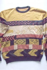musztardowy sweter we wzory...