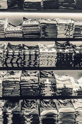 T-shirt męski – co warto o nim wiedzieć?