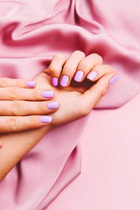 Manicure hybrydowy bez tajemnic – lakiery hybrydowe, zestawy i akcesoria