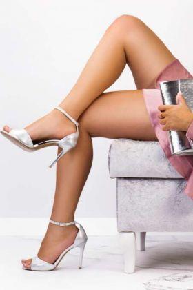 Sandały na szpilce - jak wybrać model idealny?