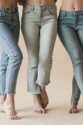 Jak wybrać idealne jeansy damskie?